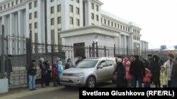 Астанадағы бас прокуратура ғимараты маңындағы наразылар. (Көрнекі сурет)