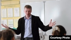 Кырымга Русия гаскәрен кертүне тәнкыйтьләгән өчен шелтә алган тарих укытучысы Михаил Копица
