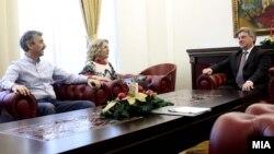 Претседателот Ѓорге Иванов на средба со професорите од Граѓанската иницијатива за поддршка на знаењето во високото образование, односно професорскиот контра-пленум.