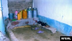 Жителям Таджикистана приходится согревать свои дома самим