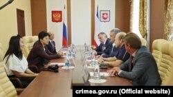 Китайская делегация на встрече с российским руководством аннексированного Крыма, сентябрь 2017 года. Архивное фото