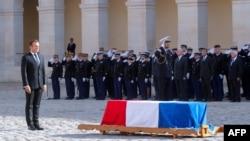Jacque Chiracnen vedalaşuv merasiminde Emmanuel Macron, Parij, 2019 senesi, sentâbr 30