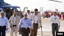 وزیر نفت ایران در حال بازدید از میدان پارس جنوبی