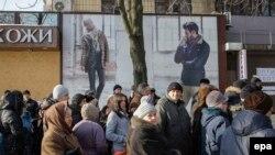 Donetskdə əhali humanitar yardım alır