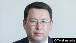 Айбек Кадыралиев.