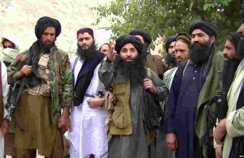 شبهنظامیان طالبان در مهر ۱۳۹۱ او را هدف قرار دادند، وقتی که با دیگر کودکان در راه بازگشت از مدرسه به خانهاش بود. ملاله خاطرات روزانه زندگیاش و مشکلات دوران کنترل دره سوات پاکستان توسط طالبان را در فضای مجازی منتشر میکرد.
