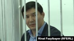 Бывший депутат парламента Кыргызстана Дамирбек Асылбек уулу на суде по его делу. Алматы, 2 ноября 2018 года.