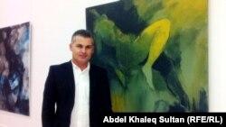 سردار كيستي أمام احدى لوحاته
