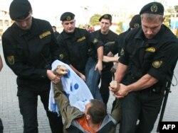 Belarus polisi aksiyanı dağıdır, 9 sentyabr 2009