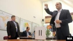 Жребување во Државната изборна комисија (ДИК) за редоследот на кандидатите на избирачкиот список.