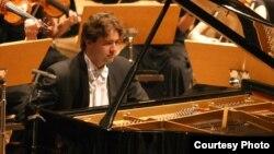 Алексеј Володин, пијанист.