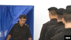 Молдавия голосует на досрочных парламентских выборах