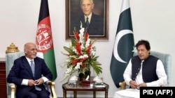 Afghan President Ashraf Ghani meeting with Pakistani Prime Minister Imran Khan in Islamabad in 2019. (file photo)