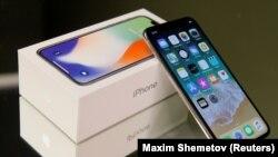 Смартфон iPhone X. Иллюстративное фото.