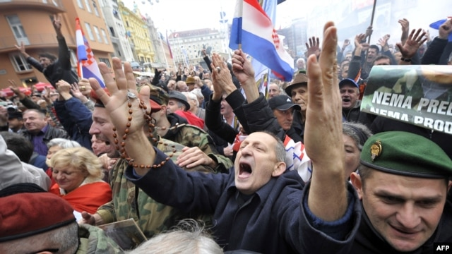 People in the Croatian capital, Zagreb, cheer seconds after the UN war crimes court announced the acquittal of former Croatian generals Ante Gotovina and Mladen Markac.
