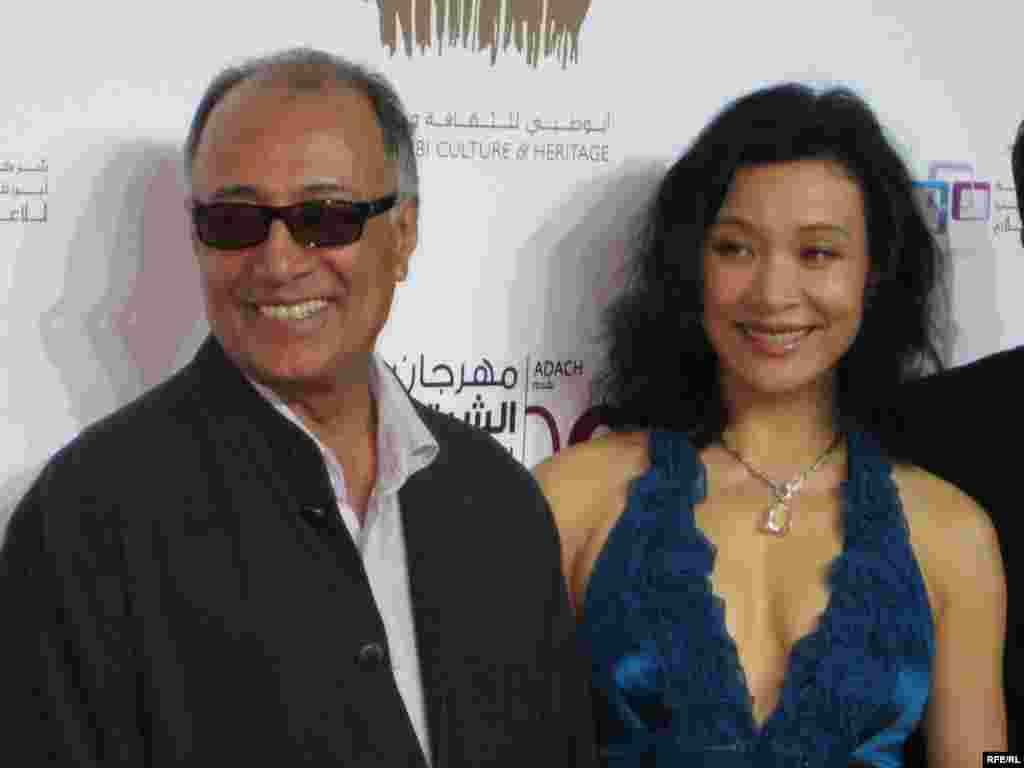 عباس کیارستمی (چپ) و جووان چن هنرپیشه چینی