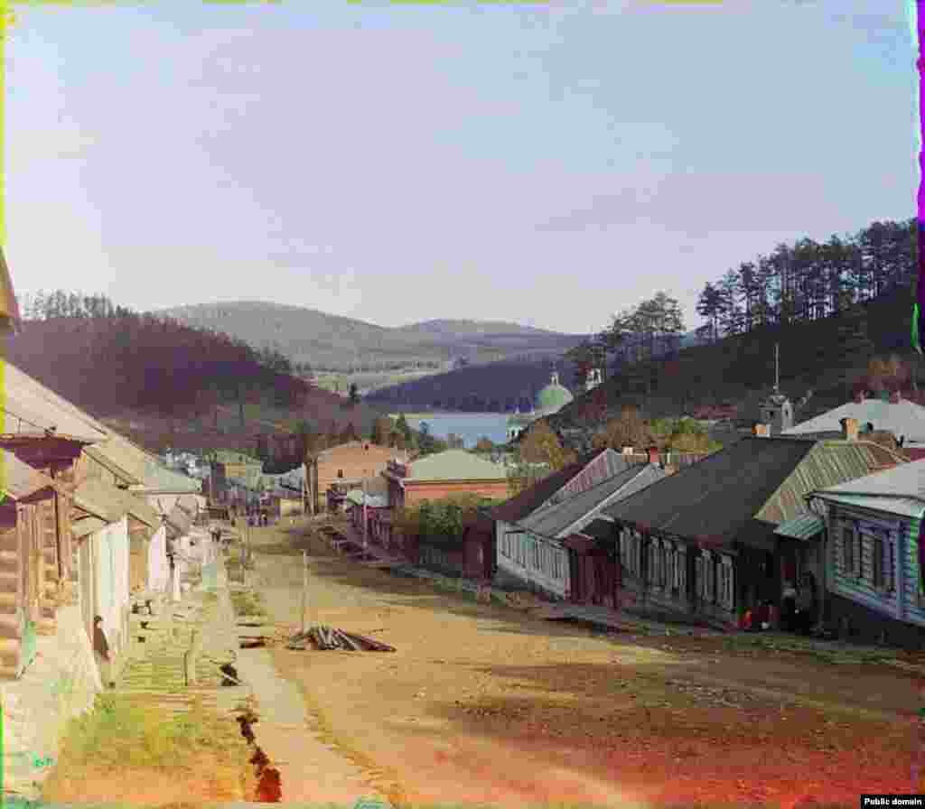 A Zlatoust street scene from around the turn of the last century.