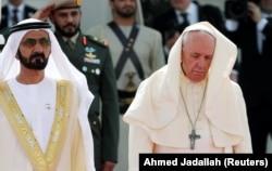 Мұхаммед бин Рашид әл-Мактум мен Рим папасының суреті. БАӘ, 2019 жыл ақпан.