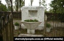 Пам'ятник жертвам Голокосту в Чорнобилі