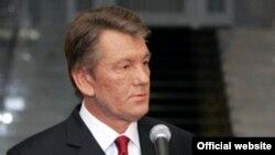 Сегодня Виктор Ющенко обратится к народу Украины, в эфире основных телеканалов президент огласит свое окончательное решение