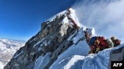Альпинистердің Эверестке көтерілу сәті. 22 мамыр 2019 жыл.
