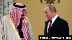 Kral Salman bin Əbdüləziz əs-Səud (solda) və Rusiya prezidenti Vladimir Putin oktyabrın 5-də Kremldə görüşüblər