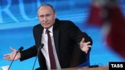 الرئيس الروسي فلاديمير بوتين خلال مؤتمره الصحفي السنوي 19كانون 2013