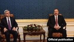Президент Армении Серж Саргсян (слева) и президент Азербайджана Ильхам Алиев (справа). Вена, 19 ноября 2013 года.