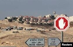 Камнем преткновения в израильско-американских отношениях остается вопрос о строительстве Израилем новых поселений на западном берегу Иордана и в восточном Иерусалиме