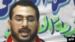 """Ирак -- """"Мен баатыр эмесмин"""",-деп билдирди жаңы эле түрмөдөн чыккан журналист Мунтазер ал-Заиди Багдаддагы маалымат жыйынында."""