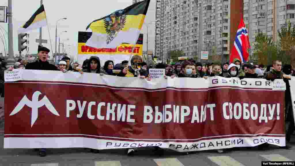 """Sign: """"Russians Choose Freedom"""""""