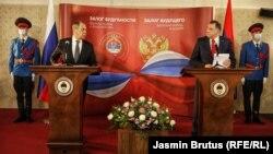 Очільник МЗС Росії Сергій Лавров(л) побував у Сараєві 14 грудня