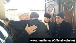 Представители Духовного управления мусульман Узбекистана посетили дома жителей Туракурганского района Наманганской области, родные которых погибли в сгоревшем автобусе в Казахстане.