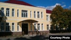 В Южной Осетии говорят, что руководство госуниверситета в последнее время многое делает для того, чтобы оставить у себя абитуриентов, – приглашает специалистов из России, открывает новые факультеты