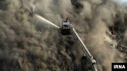 به گفته یکی از آتشنشانان، پس از وقوع انفجاری مهیب در یکی از طبقات بالایی پلاسکو، آتش بار دیگر شعله کشید.