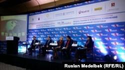 Участники девятой по счету конференции «Медиа Курултай». Алматы, 11 ноября 2016 года.