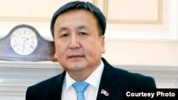 Қырғызстан парламентінің отставкаға кеткен спикері Асылбек Жээнбеков.