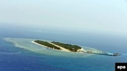 Остров Тайпин в спорных водах Южно-Китайского моря. Март 2016 года.