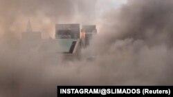 Pamje e tymit që dilte sot nga Trump Tower në Nju Jork