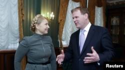 """Лидер """"Батькивщины"""" Юлия Тимошенко на встрече с главой МИД Канады Джоном Бэрдом. Киев, 28 февраля 2014 года"""