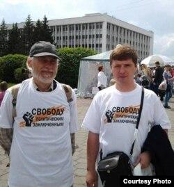 Анатолий Вторушин (слева) на одной из акций, Томск