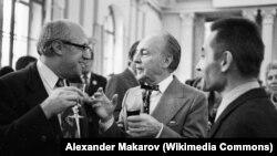 Мстислав Ростропович, балетмейстер Джордж Баланчин и главный балетмейстер ГАБТ СССР Юрий Григорович. 1972