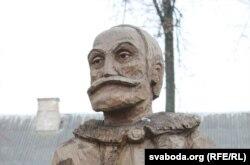 Драўляная скульптура Льва Сапегі ў Ружанах