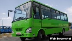 Самарқандда ишлаб чиқарилган Isuzu миниавтобуси.