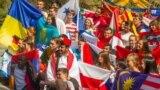 Беларускі нацыянальны сьцяг укаледжы армянскага Дыліжану, архіўнае фота