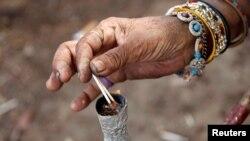 قلیون کې تنباکو، چرس او نور نشهيي مواد څکول کېږي.