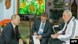 Владимир Путин беседует с Фиделем Кастро в Гаване в июле 2014 года