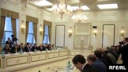 Депутаты Азербайджана и Турция обсуждают совместные проблемы и интересы в Баку в апреле 2009 года