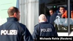 Мигрантов из Албании и Косова депортируют из Германии, Мюнхен, 18 октября 2018 года
