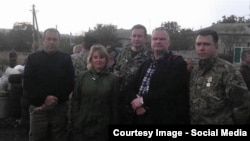 Активист из Латвии Эйнарс Граудиньш (второй справа), которого в российских СМИ называют «экспертом ОБСЕ», с представителями так называемой «Донецкой народной республики».